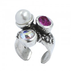 Ring with pearl and crystal