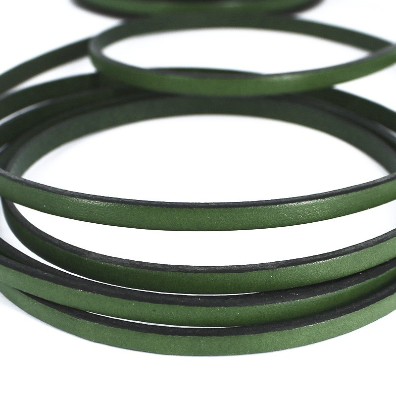 Cuero plano de color verde