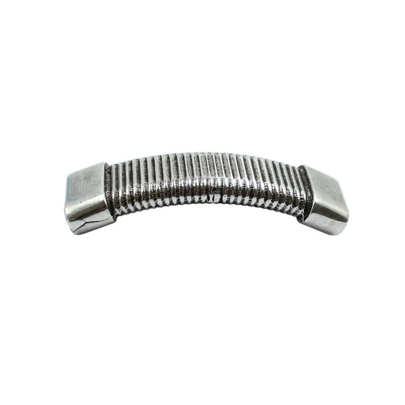 Connecteur de bracelet avec des lignes