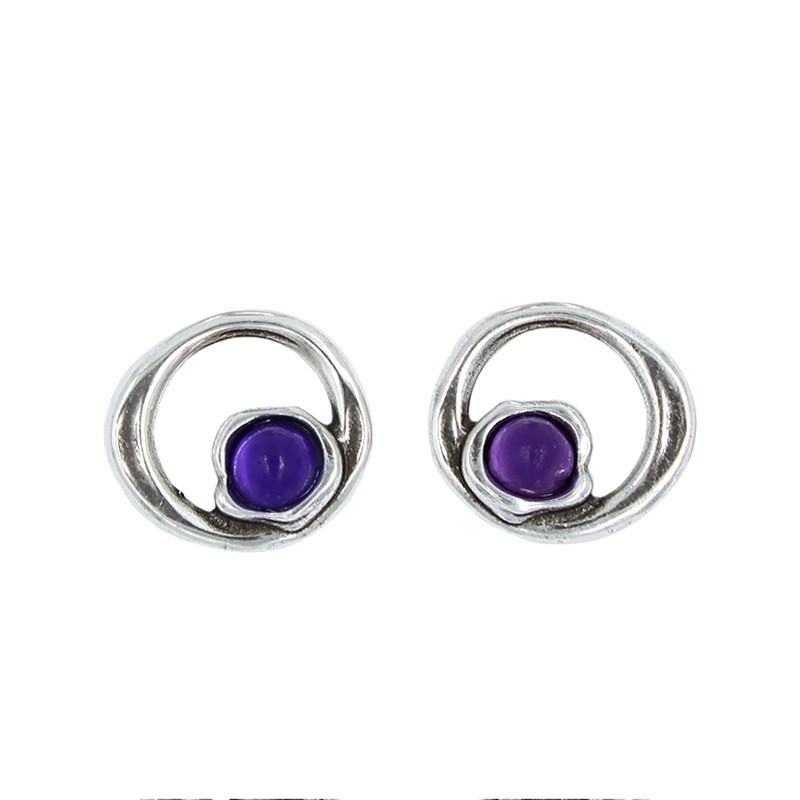 Bijoux en perles avec de la résine