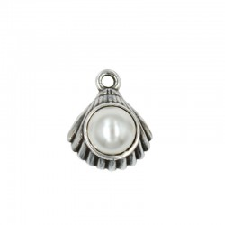 Pendant shell with pearl