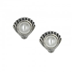 Earrings shell with pearl