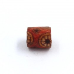 Has red wooden cylinder with flower