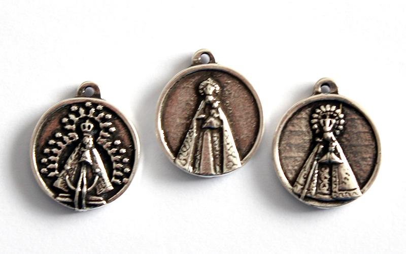 Medallita de la Virgen con mensaje