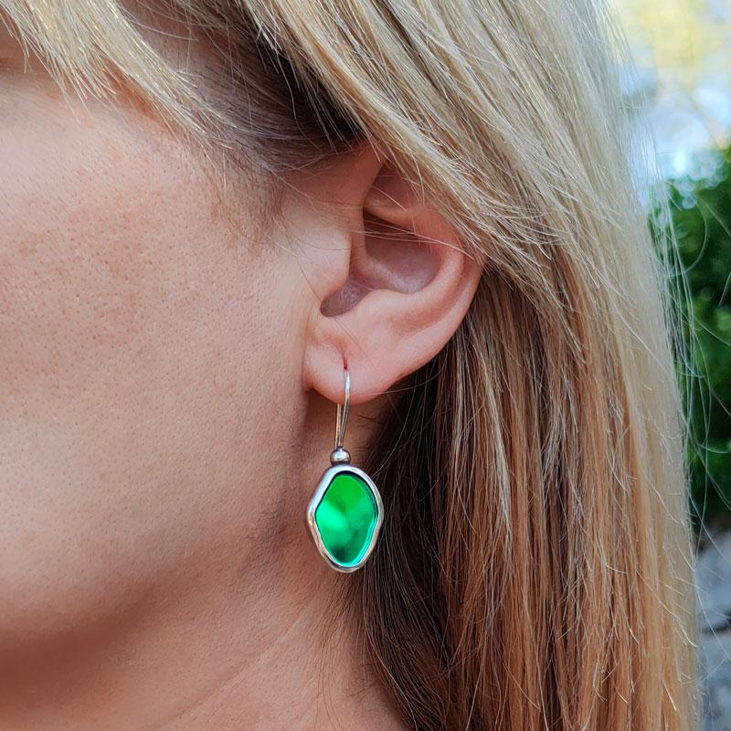 Pendiente básico con cristal verde